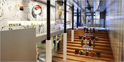 foto del interior de la tienda de Prada en el SoHo de Nueva York