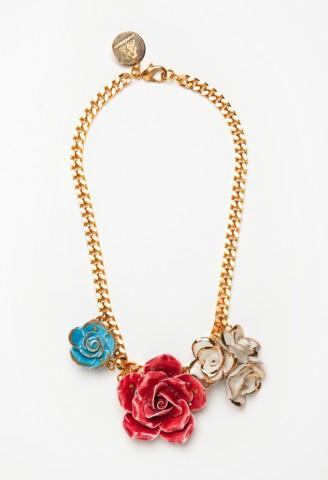 collar de flores de Andrés Gallardo