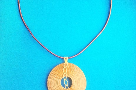 Las joyas artesanales de oro vegetal de Vera Navarro